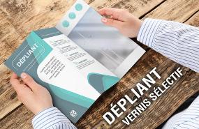 4-depliant-3-volets-accordeon-vernis-selectif